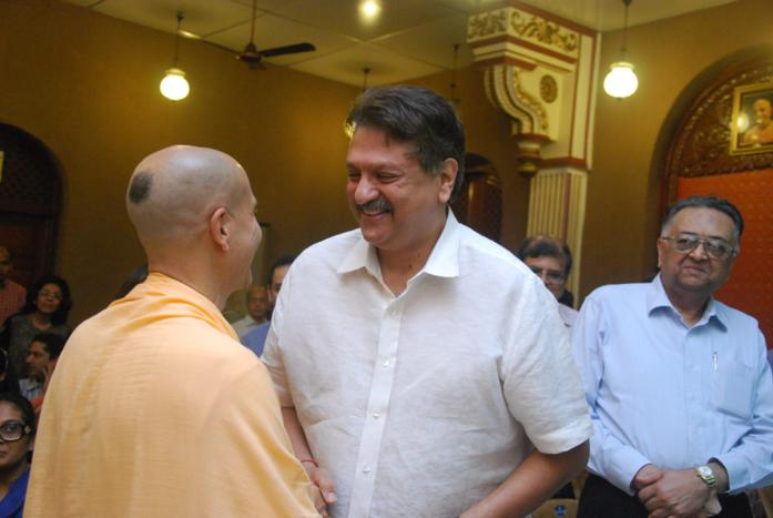Radhanath-swami-talking-to-Ajay-Piramal